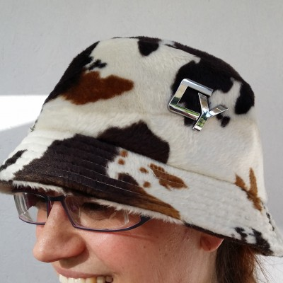 Fellkappe Safari schwarz braun weiß gefleckt 01